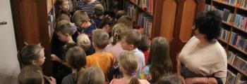 Trzecioklasiści w bibliotece